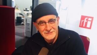 L'écrivain français Ian Manook, en studio à RFI (décembre 2018).