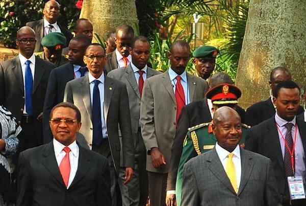 Rais wa Tanzania Jakaya Mrisho Kikwete, Yoweri Kaguta Museveni wa Uganda na Paul Kagame wa Rwanda wakiwa kwenye Mkutano wa ICGLR huko Kampala