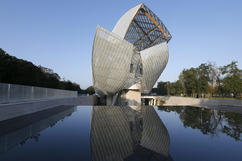 Vista desde el exterior del moderno edificio de la Fundación Vuitton.