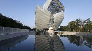 Photo of the exterior of the Louis Vuitton Foundation