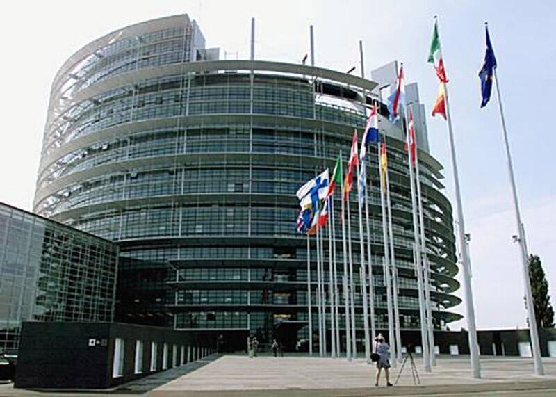 کمیسیون اروپا، روز چهارشنبه ۲۴ اردیبهشت/ ۱۳ مه از ۲۷ کشور عضو این اتحادیه خواست که مرزهای داخلی خود را با توجه به نزدیک شدن تعطیلات تابستانی بازگشایی کنند