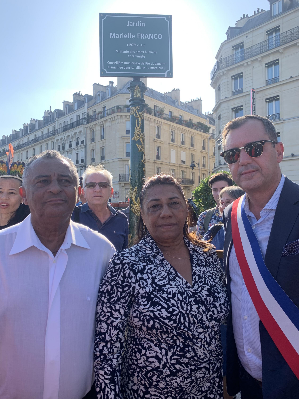 Pais de Marielle Franco, António Neto e Marinete da Silva, e Hermano Sanches Ruivo, vereador da Câmara Municipal de Paris