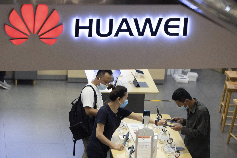 Passé devant Samsung au deuxième trimestre, le Chinois Huawei est désormais le premier vendeur mondial de smartphones.