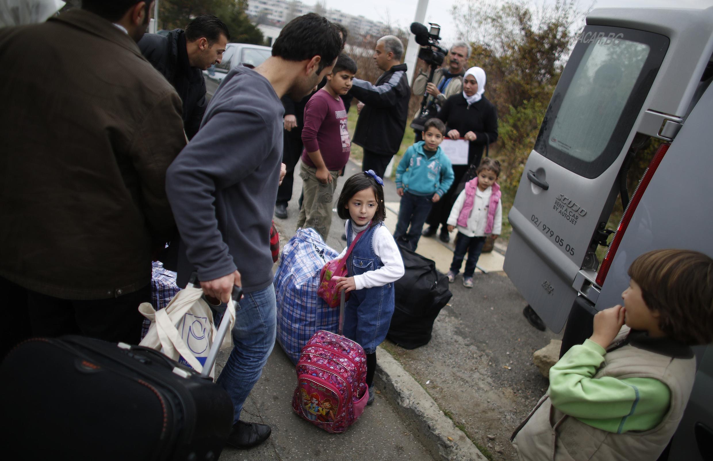 Семья сирийских беженцев в фильтрационном лагере под Софией. Болгария 11/11/2013