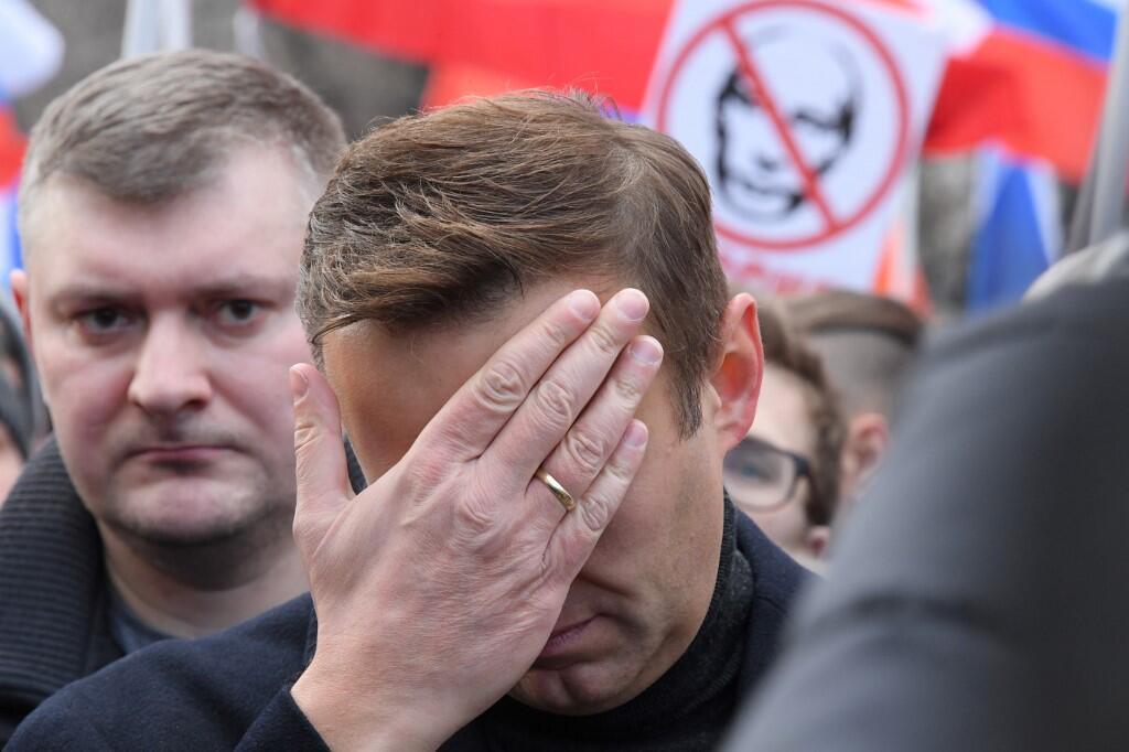 «Владимир Путин не сам подливал отравляющее вещество в чай Алексею Навальному. И, вероятно, даже никогда напрямую не давал приказа это делать. Нет необходимости: система работает на автопилоте», — пишет DNA.