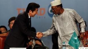 Shinzo Abe, le Premier ministre japonais, et le président de la République tchadienne, Idriss Déby.