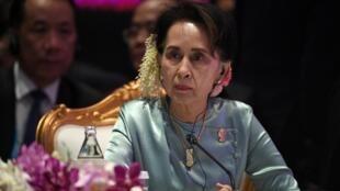La femme d'État Aung San Suu Kyi, critiquée à l'étranger mais toujours très populaire en Birmanie.