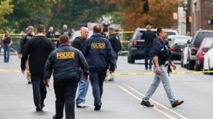 美国警方在纽约发生爆炸地点搜证