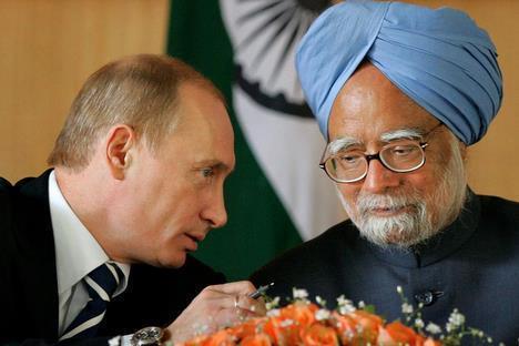 Tổng thống Nga Vladimir Putin và thủ tướng Ấn Độ Manmohan Singh (Karpukhin / Reuters)