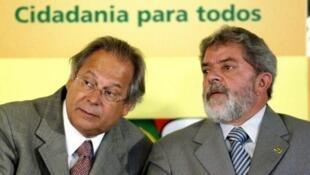 El ex jefe de estado Lula y José Dirceu, ex jefe de  gabinete de Lula. Foto de archivo (2004).