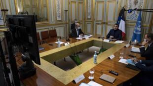 Emmanuel Macron lors d'une visio-conférence sur le soutien et l'aide au Liban, à l'Elysée à Paris, le mercredi 2 décembre 2020.