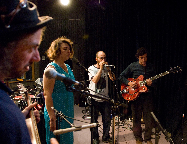 Le groupe Moriarty, invité de Musiques du Monde, à RFI en mai 2011.