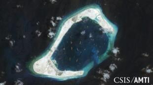Ảnh minh họa: Đá Xu Bi (Subi reef) thuộc quần đảo Trường Sa ở Biển Đông là một thực thể do Trung Quốc kiểm soát. Ảnh vệ tinh chụp ngày 03/09/2015.