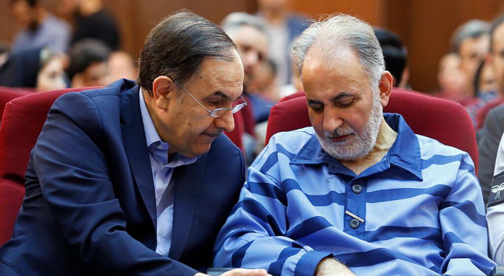 حمیدرضا گودرزی، وکیل مدافع محمدعلی نجفی در کنار موکلش