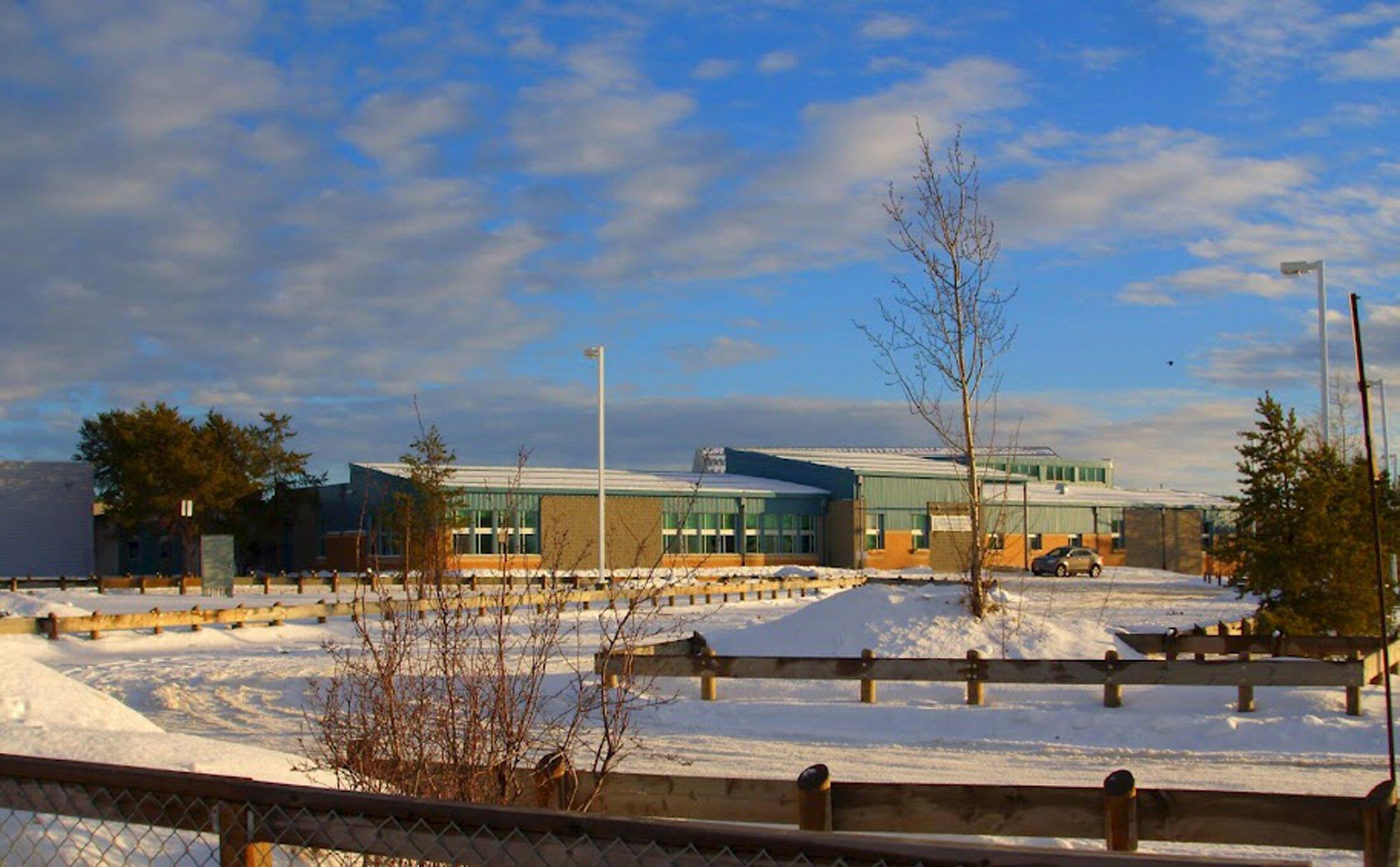 A escola em La Loche, comunidade situada na província de Saskatchewan, no centro do país