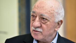 Dans le secteur de l'éducation, la confrérie du prédicateur Fethullah Gülen, via le groupe Yavuz-Selim, est implantée dans une quarantaine de pays en Afrique