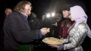 В Грозном Жерара Депардье встречают чеченским хлебом-солью (архив)