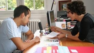 Un estudiante solicita alojamiento en la Ciudad Universitaria de París, Casa de México.
