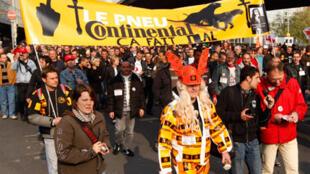 Manifestation des ouvriers français et allemands de Continental,  à Hanovre, en avril 2009.