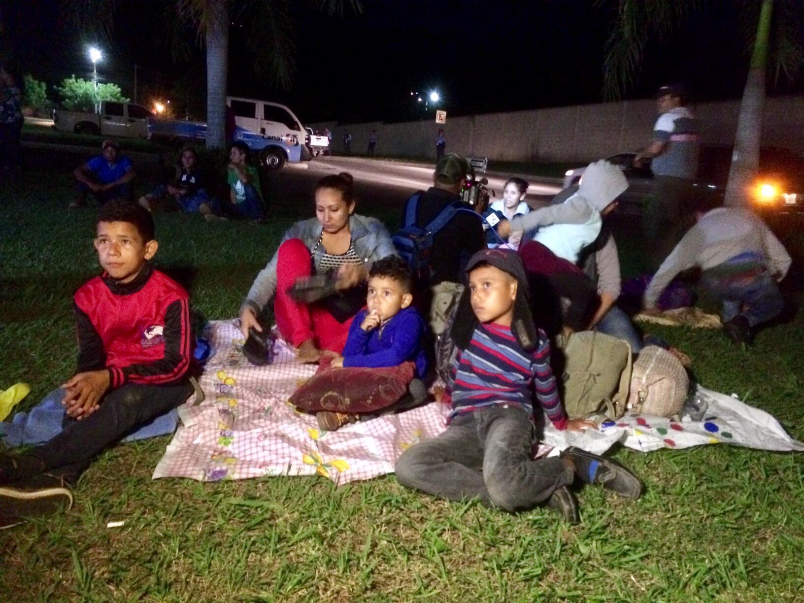 Presencia de madres solteras con niños en la caravana de migrantes que salió de San Pedro Sula, Honduras