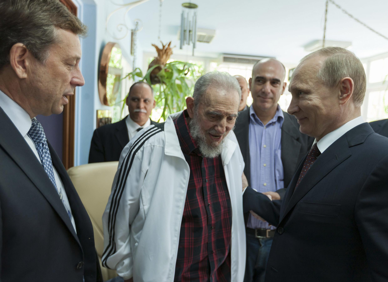 O presidente russo, Vladimir Putin, se encontrou com o ex-líder cubano Fidel Castro em 11 de julho de 2014.