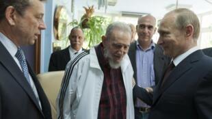 O presidente russo, Vladimir Putin, se encontrou com o ex-líder cubano Fidel Castro no dia 11 de julho de 2014.