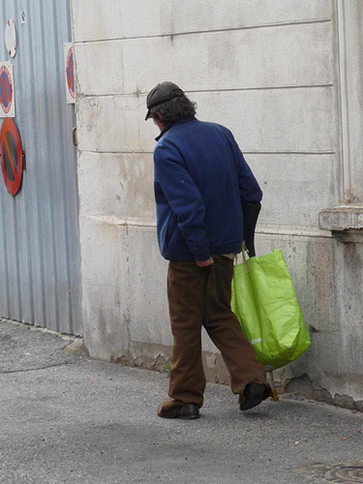 Rélatorio revela que a pobreza aumentou na França.