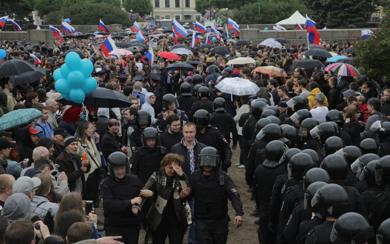 По данным правоохранительных органов, в День России в Санкт-Петербурге было задержано 630 человек