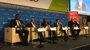 """Ministro dos Negócios Estrangeiros de Cabo Verde participou na mesa redonda """"Os empresários podem acelerar a industrialização de África?"""""""