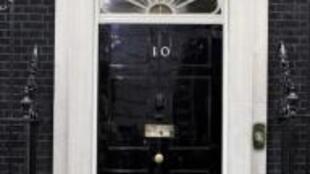 Вход в дом номер 10 по Даунинг-стрит в Лондоне, резиденцию британского премьер-министра