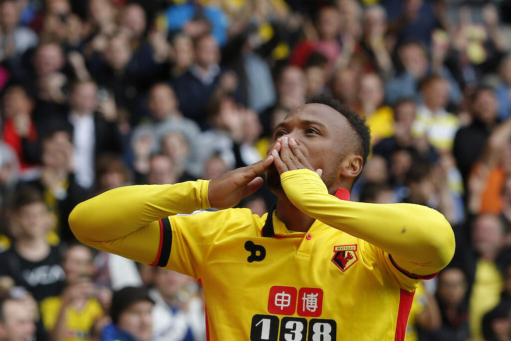 Mchezaji wa klabu ya Watford, Camilo Zuniga akishangilia moja ya goli alilofunga dhidi ya klabu ya Manchester United, 18 September, 2016.