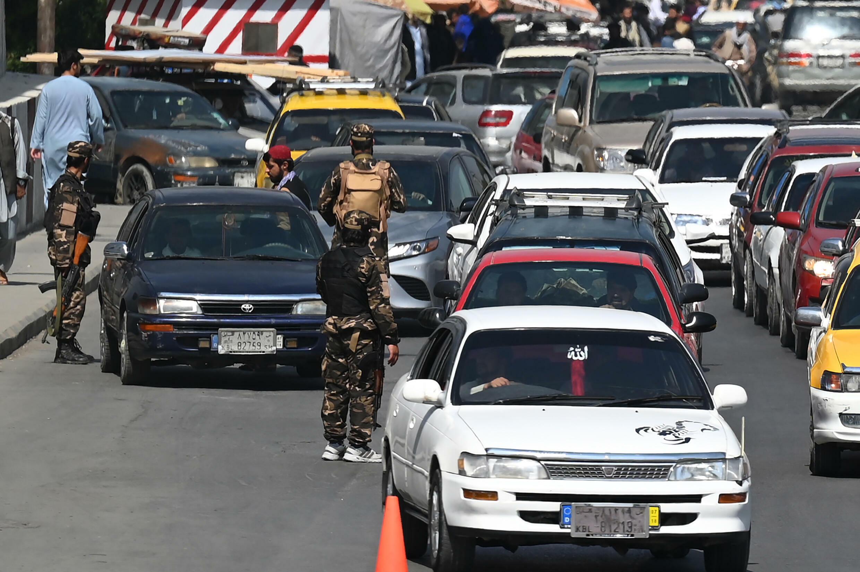 Soldati talebani a un posto di blocco nel centro di Kabul, 4 settembre 2021