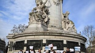 Journalists rallied in Paris to underline the need to report safely on the gilets jaunes protests.