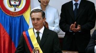 El presidente saliente de Colombia, Alvaro Uribe