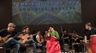 """""""فستیوال آواز زنان ایرانی"""" در مقابل ممنوعیت آواز زنان در ایران، در خارج از کشور ایجاد شده است."""
