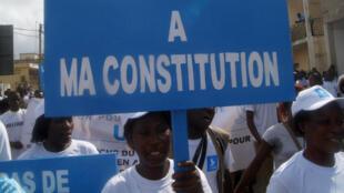 Manifestation contre la réforme de la Constitution togolaise, à Lomé, vendredi 21 novembre 2014.
