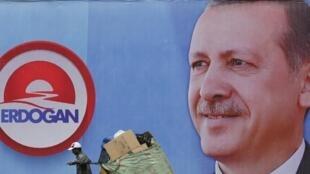 ផ្ទាំងរូបថតលោកនាយករដ្ឋមន្ត្រី Recep Tayip Erdogan បេក្ខជនប្រធានាធីបតីឆ្នាំ២០១៤
