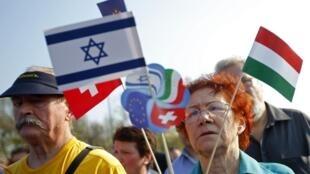 Une marche organisée en souvenir des victimes hongroises de l'holocauste. A Budapest, le 21 avril  2013.