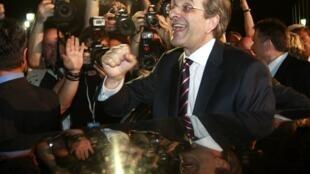 Antonis Samaras comemora a vitória.