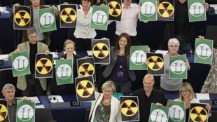 Le groupe des Verts au Parlement européen à Strasbourg, la veille du rejet du texte sur la sécurité des centrales nucléaires en Europe, le 6 avril 2011.