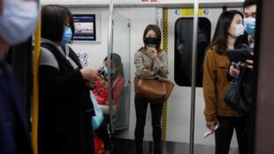 疫情中北京地鐵內資料圖片