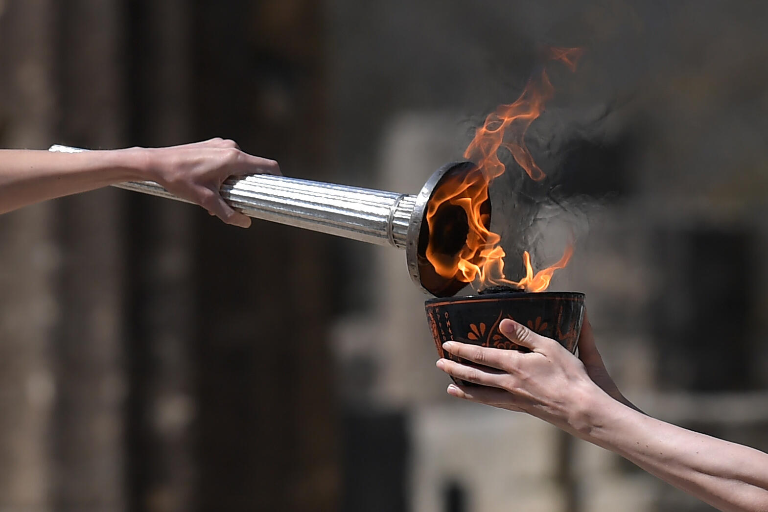 Photo prise lors de la cérémonie d'allumage de la flamme olympique le 12 mars 2020 dans le stade antique d'Olympie, en Grèce.