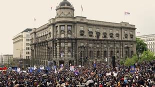 Chaque soir à Belgrade, les Serbes disent leur colère.