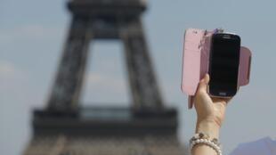 A Torre Eiffel fotografada da praça do Trocadero.
