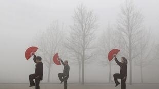 Poluição na cidade de Jiaozuo, na província de Henan, em 16 de março de 2015.