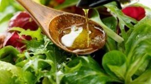 El aceite de oliva, ingrediente esencial de la dieta mediterránea.