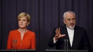 Ngoại trưởng Úc Julie Bishop (T) và ngoại trưởng Iran Mohammad Javad Zarif họp báo tại Nghị Viện Úc, Canberra, ngày 15/03/ 2016.