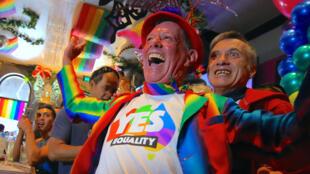 Comunidade LGBT de Sydney comemora a vitória do sim pela legalização do casamento gay, na consulta popular na Austrália.