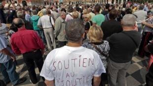 Manifestação em Nice de apoio ao joalheiro, no dia 16 de setembro de 2013; no Facebook mais, de 1,6 milhão de pessoas aprovaram a reação dele ao ser vítima de assalto.