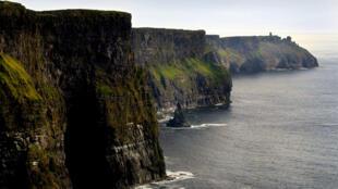 Selon les prévisions, les grand sites touristiques irlandais tels que les falaises de Moher (Aillte an Mhothair) enregistreront -en moyenne- une baisse de 10% de visiteurs cette année.